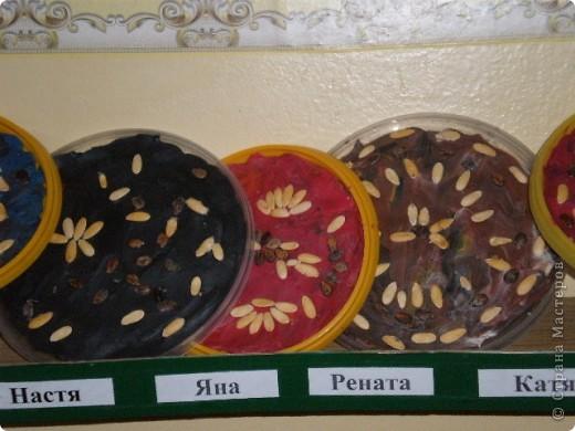 Сегодня было занятие по аппликации. Мы использовали крышки из-под майонеза, пластилин, семена арбуза и дыни. фото 4