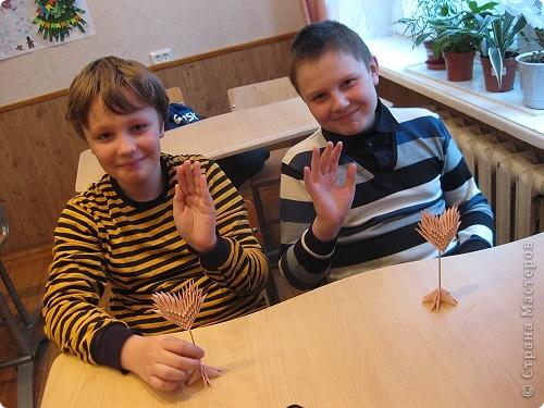 Сегодня на занятиях с пятиклассниками мы делали сердца. Сувенир. фото 3