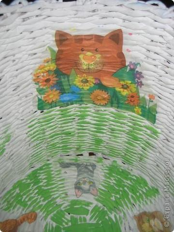 Сплела корзинку на подарок- маленькому Дато под игрушки.Хотела,что бы она была вместительной и яркой. фото 7
