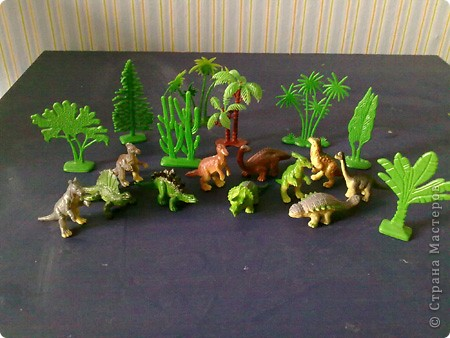 Моего сына заинтересовали динозавры (попался в киндере и посыпалось кучу вопросов))). Я решила поддержать пыл.. Сделала карточки, с одной стороны картинка, с другой - информация о нем. Выдавала по одной в день, вижу понравилось, значит нужно еще сделать)))  Изучение истории нужно начинать с семейного архива и с динозавров, вот наши первые шаги)) фото 5