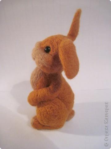Ну вот готов и мой зайка по МК Елены Смирновой  http://utichka.livejournal.com/116035.html!!! Лена, большое спасибо за прекрасный мастер-класс!!!   Сестра сказала, что рыжих зайцев не бывает, значит это - кролик Рыжик))) фото 4