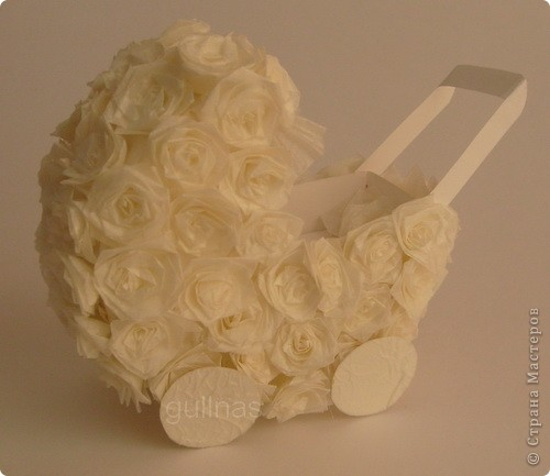 коляска сделана из белого картона. Розы выполнены в технике квиллинг (материал - калька) фото 1