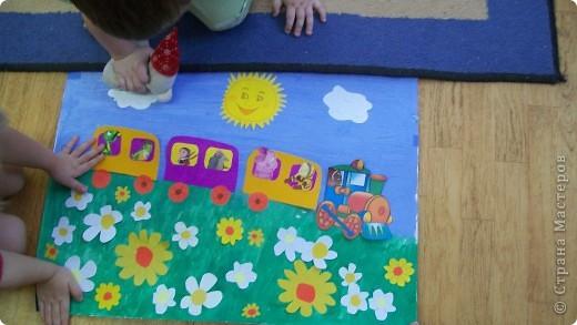 паровозик  из ромашкова,-это коллективные работы деток от2 до3 лет фото 1