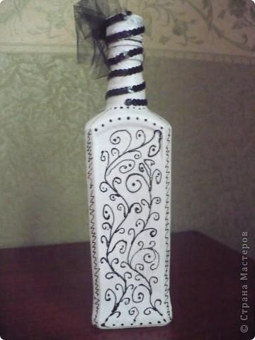 Заболела черно-белой темой. И захотела бутылочку, но подходящая салфетка никак не попадалась в руки... Выручили распечатка и контур.... фото 3