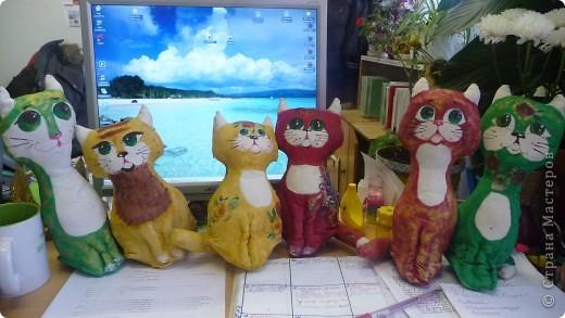 Вот такая замечательная кошачья компания родилась под новый год у моей коллеги Девятковой Ирины Алексеевны и ее кружковцев в подарок детям-сиротам и детя, с ограниченными возможностями здоровья. фото 1