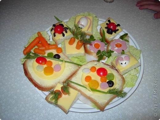 """Вот такие бутербродики мои дети как-то уже давно наделали по книжке """"Праздничные бутерброды"""".  фото 1"""