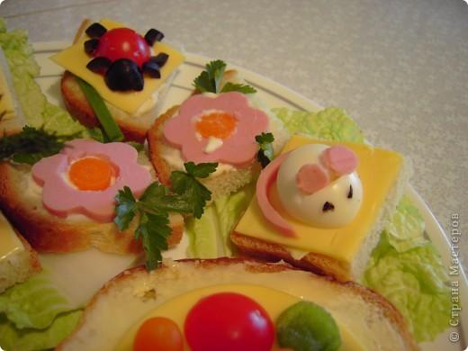 """Вот такие бутербродики мои дети как-то уже давно наделали по книжке """"Праздничные бутерброды"""".  фото 2"""