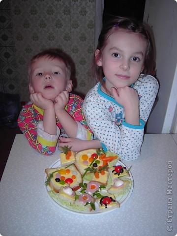 """Вот такие бутербродики мои дети как-то уже давно наделали по книжке """"Праздничные бутерброды"""".  фото 3"""