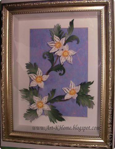 Очередная работа - фантазийные цветы. Листья выполнены из ханди. Фон - несколько слоев рисовой бумаги. фото 1
