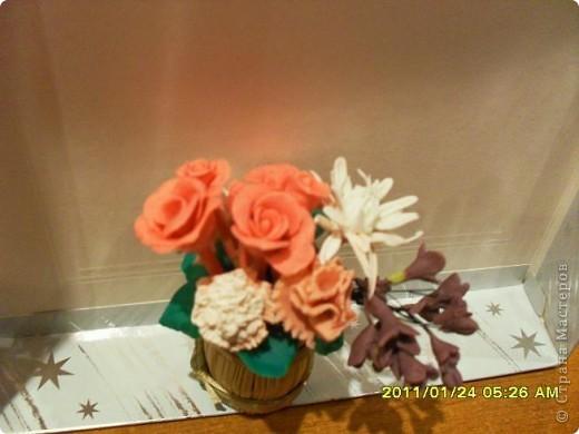 Попробовала лепить цветы из пластики. Интересно и захватывающе. Получилось не очень, но буду тренироваться. Спасибо всем мастерам за уроки. фото 3