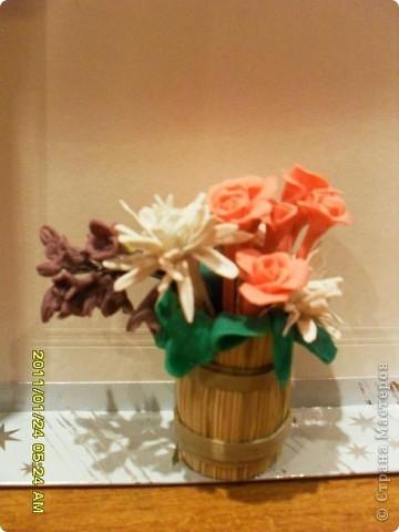 Попробовала лепить цветы из пластики. Интересно и захватывающе. Получилось не очень, но буду тренироваться. Спасибо всем мастерам за уроки. фото 1