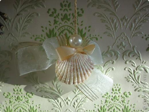 Ангелочки собраны из покрашенных и непокрашенных ракушек, бантиков из ленточек, бусинок. фото 1