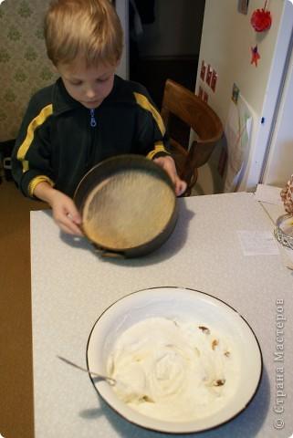 Мои дети очень любят творожную запеканку, и мы решили показать, как мы ее делаем. Делали в основном дети, я только руководила и контролировала. фото 8