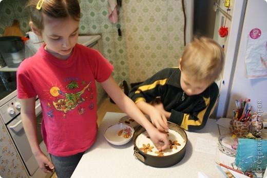 Мои дети очень любят творожную запеканку, и мы решили показать, как мы ее делаем. Делали в основном дети, я только руководила и контролировала. фото 10