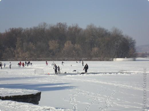 Вчера был замечательный солнечный морозный денёк))) Просто чудесно, что выпал он на субботу)) Решили мы выйти на каток, на нашу городскую речку.... фото 2