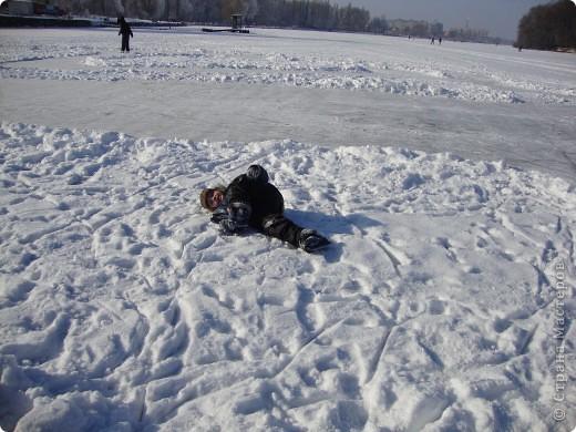 Вчера был замечательный солнечный морозный денёк))) Просто чудесно, что выпал он на субботу)) Решили мы выйти на каток, на нашу городскую речку.... фото 5