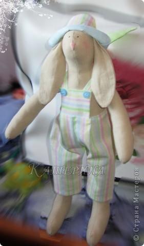 Тильдовская кукла, примитив. Ростом 30 см. Материал: ткань бязь, синтепон, мулине, чёрный контур по ткани, пуговки 4мм. фото 2