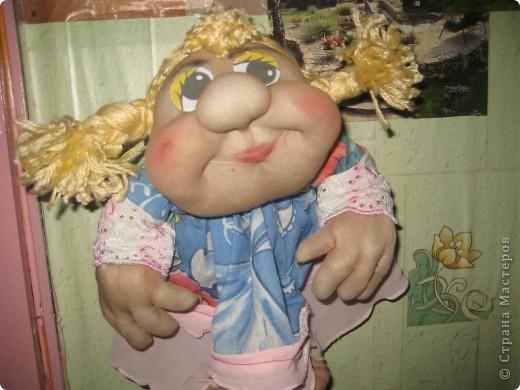 Эти забавные игрушки мне понравились и я пошила две куколки. Это вторая, сын её назвал Марфа. фото 3