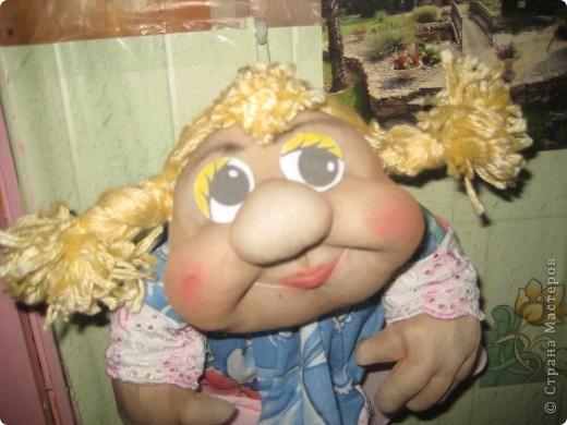 Эти забавные игрушки мне понравились и я пошила две куколки. Это вторая, сын её назвал Марфа. фото 4