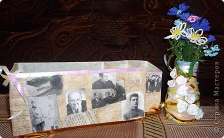 Пришла идея сделать коробочку на стол, чтобы ничего не пропало.  Коробку обклеила рукописями великих  писателей Беларусии (состарила распечатку с помощью кофе). Вырезала фото писателей и в технике декупаж наклеила на коробку. По краю коробки  ленты.  фото 3