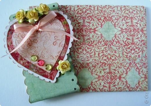 Первая открытка - раскладушка. Люблю открытки необычных форм :). Форма универсальная можно использовать для разных поводов и положить внутрь маленький подарочек.  фото 9