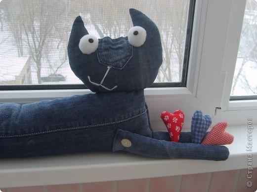 Наши любимые джинсы превращаются в КОШЕК!  Кот Сквозняк от Любы Черкасовой фото 3