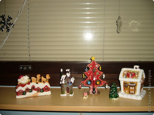 В этом году свою лесную красавицу нарядила исключительно новогодними игрушками из соломки. фото 19