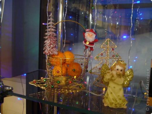 В этом году свою лесную красавицу нарядила исключительно новогодними игрушками из соломки. фото 20
