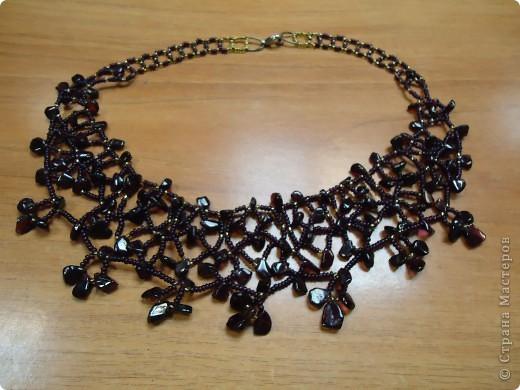 Колье по арифметическом принципу , взят серебрянный бисер, черный стеклярус и скол Гагата. фото 8
