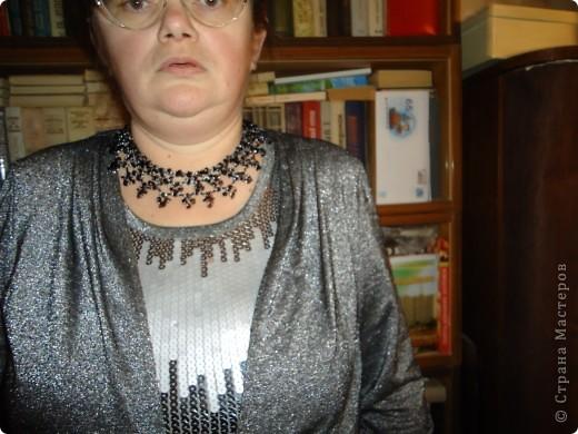 Колье по арифметическом принципу , взят серебрянный бисер, черный стеклярус и скол Гагата. фото 1