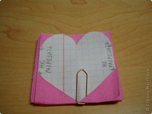 Еще одна Валентинка,которая превращается в гирлянду из сердечек. фото 4