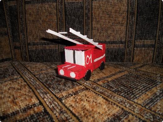 Пожарная машина из спичек фото 1