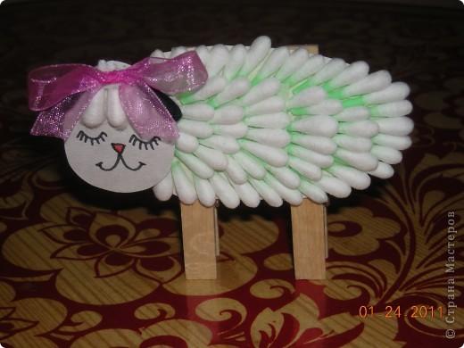 На одном из сайтов нашла оригинальную поделку овечки из ватных палочек и конечно удержаться несмогла-выполнила,но внесла небольшие изменения,на мой взгляд очень удачные. фото 10