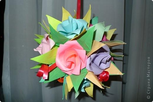 """Кусудама собиралась что называется """"из того, что было"""", оттого такая разноцветная, но по-моему получилось симпатично:) фото 2"""