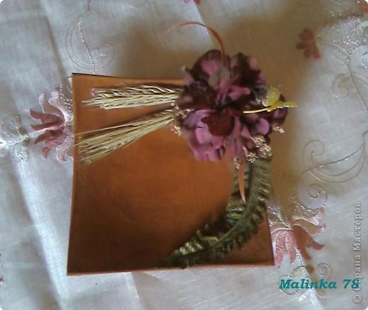 Были простые необработанные глиняные тарелки. Покрыли их  лаком украсили цветами и получились не плохие тарелочки для декора! фото 2