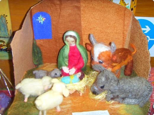 Приближается волшебная рождественская пора. Ожидание чудесной елки, исполнения желаний, ощущение особого, неповторимого праздника. И конкурс. Долго я дума, что мне сделать. Тема очень щепетильная. Надо было все выдержать в традициях. Жюри конкурса были из благочинии.   фото 5