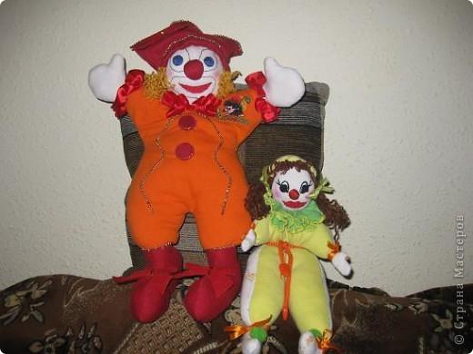 Это мой Рыжик.С него я начала  шить куклы.Шила его без выкройки,как называется на глаз.Промучилась с ним конечно долго,не знала с чего начать.Но вышло по мойму не плохо для первого раза. фото 3