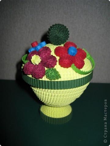 Эти цветочки  и ракета были выполнены по МК Ларисочке http://stranamasterov.ru/user/4056, за что ей большое спасибо. Цветочки крутила дочка (5 лет) , поэтому мы лепестки сделали из целой полоски, чтобы ей было попроще. Сборка была выполнена мной.  фото 4