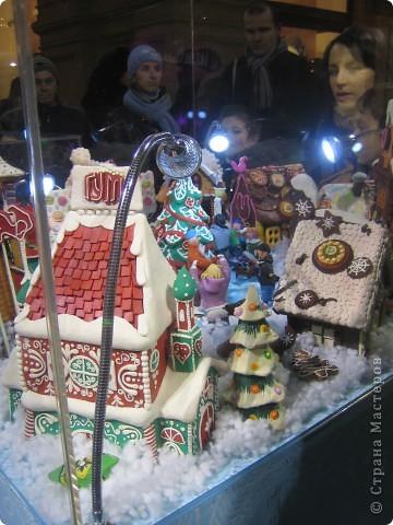 7 января этого года, мы с мужем ездили на Красную площадь посмотреть небольшую композицию из ледяных скульптур, расположенную около храма Василия Блаженного. Но о ней будет отдельный  репортаж!Вот здесь http://stranamasterov.ru/node/144514 После посещения выставки скульптур - решили заглянуть в ГУМ, к Новому году, там всегда было какое-нибудь интересное  оформление. Можно было почерпнуть кой-какие идеи.... фото 3