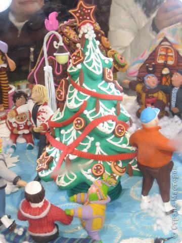 7 января этого года, мы с мужем ездили на Красную площадь посмотреть небольшую композицию из ледяных скульптур, расположенную около храма Василия Блаженного. Но о ней будет отдельный  репортаж!Вот здесь http://stranamasterov.ru/node/144514 После посещения выставки скульптур - решили заглянуть в ГУМ, к Новому году, там всегда было какое-нибудь интересное  оформление. Можно было почерпнуть кой-какие идеи.... фото 7