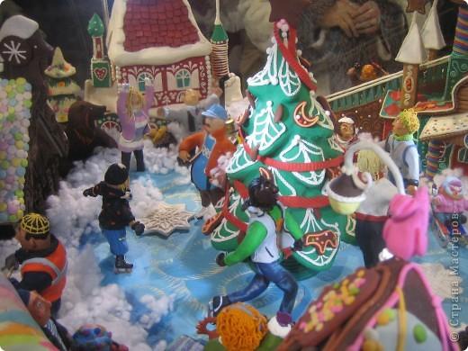 7 января этого года, мы с мужем ездили на Красную площадь посмотреть небольшую композицию из ледяных скульптур, расположенную около храма Василия Блаженного. Но о ней будет отдельный  репортаж!Вот здесь http://stranamasterov.ru/node/144514 После посещения выставки скульптур - решили заглянуть в ГУМ, к Новому году, там всегда было какое-нибудь интересное  оформление. Можно было почерпнуть кой-какие идеи.... фото 14