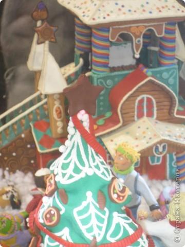 7 января этого года, мы с мужем ездили на Красную площадь посмотреть небольшую композицию из ледяных скульптур, расположенную около храма Василия Блаженного. Но о ней будет отдельный  репортаж!Вот здесь http://stranamasterov.ru/node/144514 После посещения выставки скульптур - решили заглянуть в ГУМ, к Новому году, там всегда было какое-нибудь интересное  оформление. Можно было почерпнуть кой-какие идеи.... фото 21