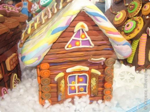 7 января этого года, мы с мужем ездили на Красную площадь посмотреть небольшую композицию из ледяных скульптур, расположенную около храма Василия Блаженного. Но о ней будет отдельный  репортаж!Вот здесь http://stranamasterov.ru/node/144514 После посещения выставки скульптур - решили заглянуть в ГУМ, к Новому году, там всегда было какое-нибудь интересное  оформление. Можно было почерпнуть кой-какие идеи.... фото 25