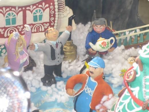 7 января этого года, мы с мужем ездили на Красную площадь посмотреть небольшую композицию из ледяных скульптур, расположенную около храма Василия Блаженного. Но о ней будет отдельный  репортаж!Вот здесь http://stranamasterov.ru/node/144514 После посещения выставки скульптур - решили заглянуть в ГУМ, к Новому году, там всегда было какое-нибудь интересное  оформление. Можно было почерпнуть кой-какие идеи.... фото 31
