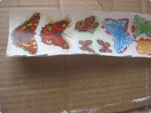 Таких бабочек можно куда угодно пристроить. Мы делали для оформления плаката, но можно украсить занавески, комнатные цветы, приклеить к ним магнит, посадить на шкатулку или баночку... фото 2