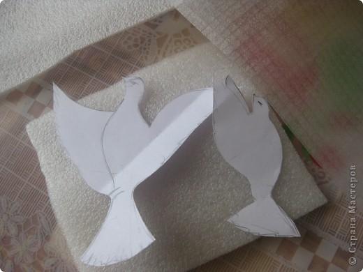 Голуби для плаката. http://stranamasterov.ru/node/140291  Когда уже перепробовала и бумагу, и ватные диски, и перья, глаз упал на изолирующий материал. Пористый, белый, используется в строительстве. Типа такого, только тоньше используется при упаковке техники. во всяком случае, я нашла его в коробке со швейной машинкой. фото 2