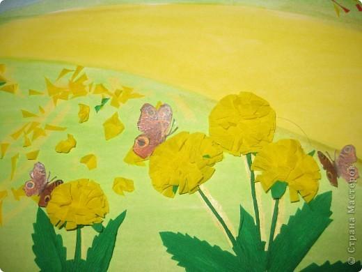 Таких бабочек можно куда угодно пристроить. Мы делали для оформления плаката, но можно украсить занавески, комнатные цветы, приклеить к ним магнит, посадить на шкатулку или баночку... фото 3