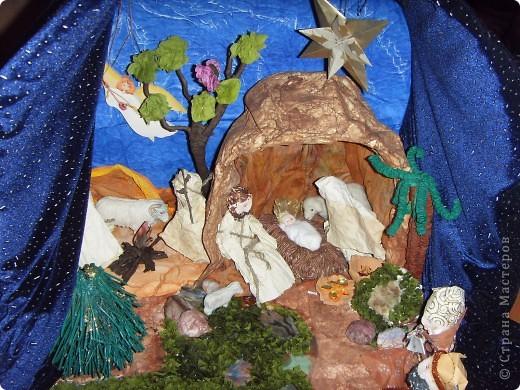 Приближается волшебная рождественская пора. Ожидание чудесной елки, исполнения желаний, ощущение особого, неповторимого праздника. И конкурс. Долго я дума, что мне сделать. Тема очень щепетильная. Надо было все выдержать в традициях. Жюри конкурса были из благочинии.   фото 7
