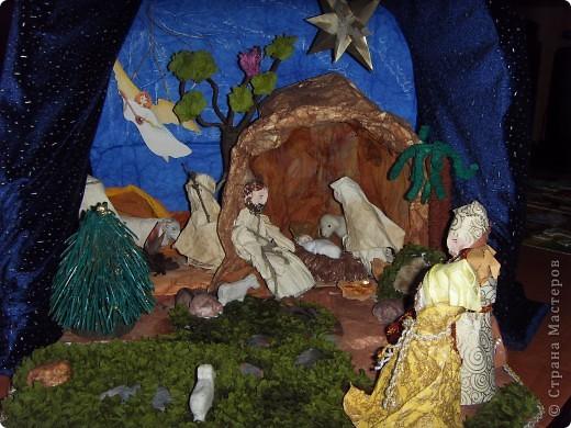 Приближается волшебная рождественская пора. Ожидание чудесной елки, исполнения желаний, ощущение особого, неповторимого праздника. И конкурс. Долго я дума, что мне сделать. Тема очень щепетильная. Надо было все выдержать в традициях. Жюри конкурса были из благочинии.   фото 8