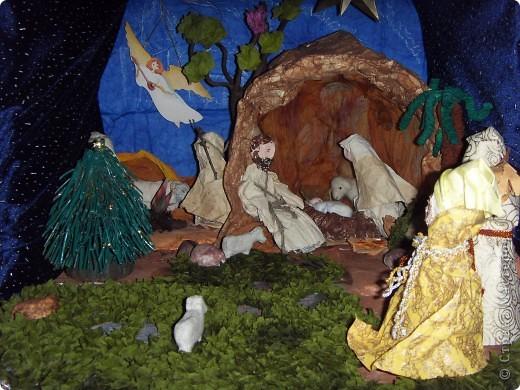 Приближается волшебная рождественская пора. Ожидание чудесной елки, исполнения желаний, ощущение особого, неповторимого праздника. И конкурс. Долго я дума, что мне сделать. Тема очень щепетильная. Надо было все выдержать в традициях. Жюри конкурса были из благочинии.   фото 9